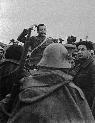 Miguel Hernández shouting his poems to Loyalist soldiers (1937)
